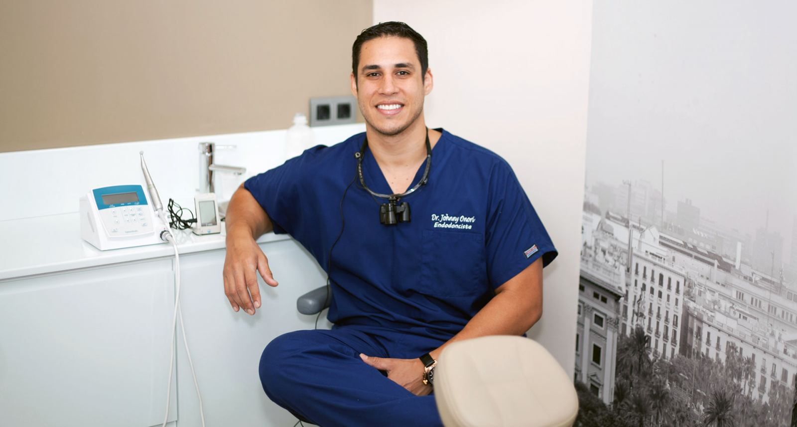 Doctor Jonny Onori Figueras. Odontologo en Sonríe tu clínica dental en Barcelona